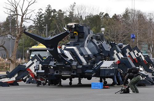 Giant-robot-beatle-japan