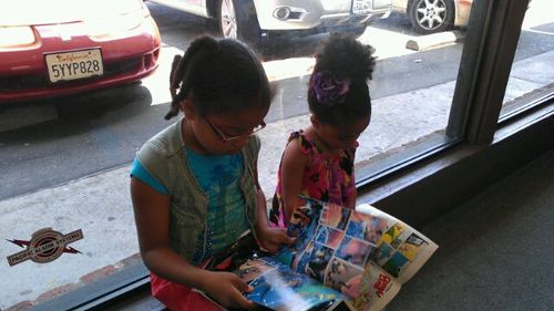 Mooch & Fuss reading comics