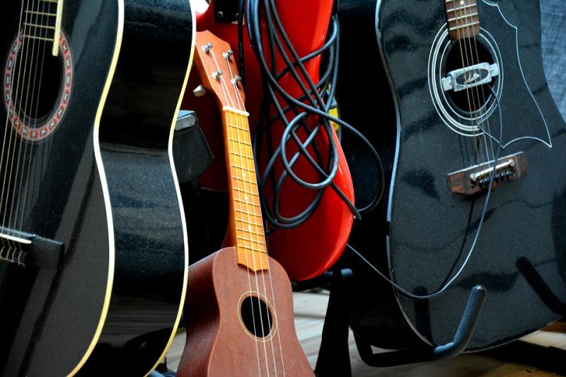 Guitars-1730300_960_720