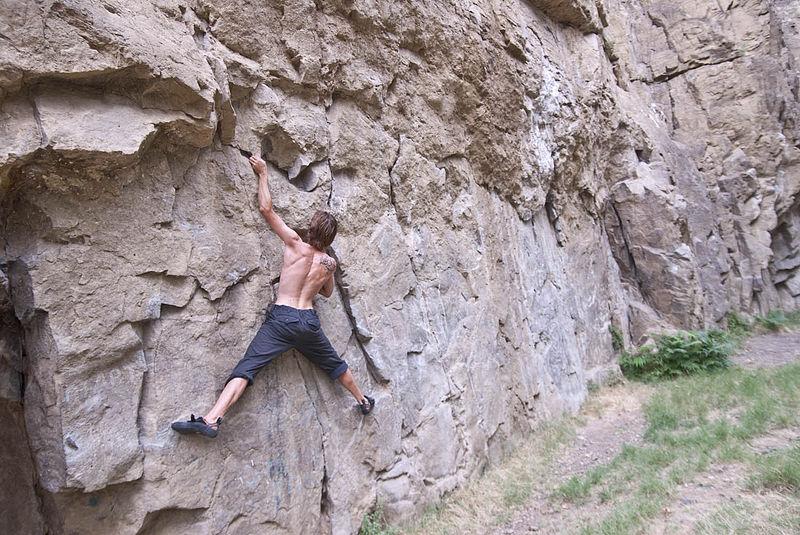 800px-Rock_climbing_in_Tbilisi_Botanical_Garden_03